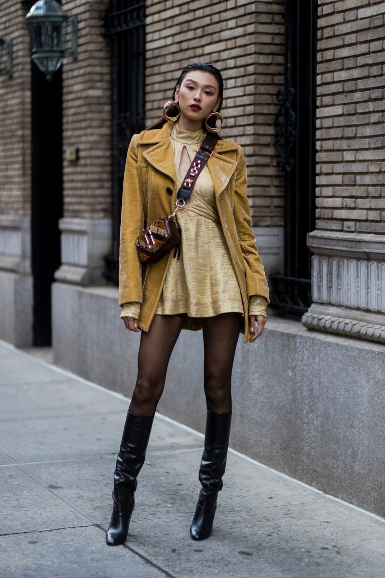 10 Outfits to Wear with Black Pantyhose